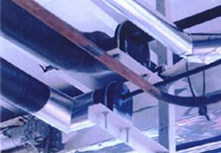 食品廠零下40°C液態氨管路使用十全龍保溫管及福樂力管墊,雙層施工, 總保溫厚度為 3英吋,外覆0.4㎜不銹鋼皮